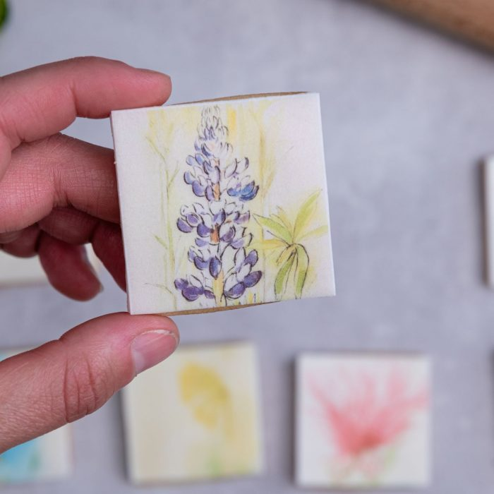 hand painted flower biscuit by bloom bakers